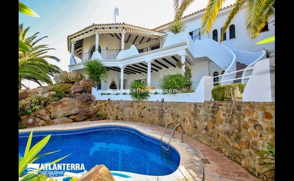 SPANISH TRADITIONAL VILLA WITH AMAZING SEE VIEWS