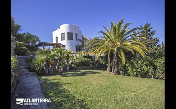 TRADITIONAL SPANISH VILLA 50m FAR AWAY FROM BEACH