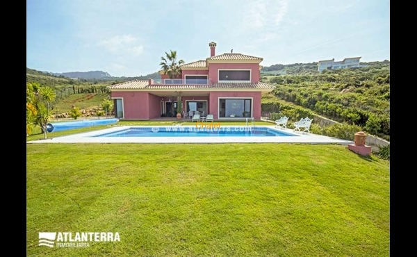 ANDALUSIAN VILLA NEXT TO THE SEA