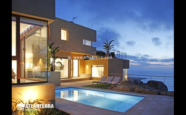 RECENT BUILT VILLA WITH STUNNING VIEWS